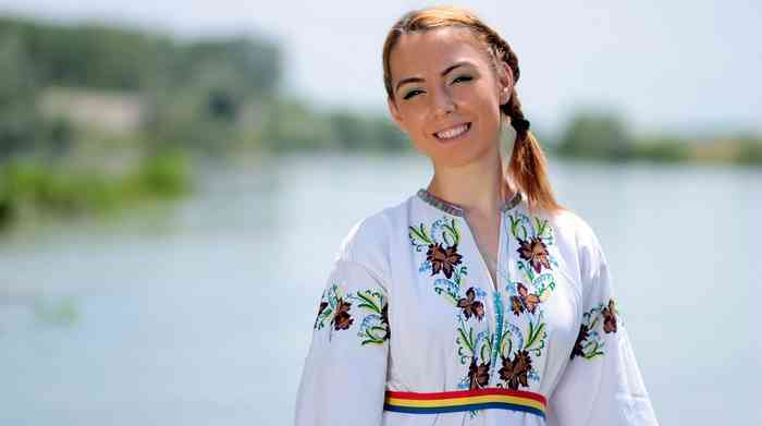 jeune femme roumaine