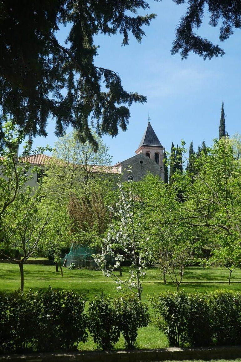 Monastère de Visovac sur la rivière Krka