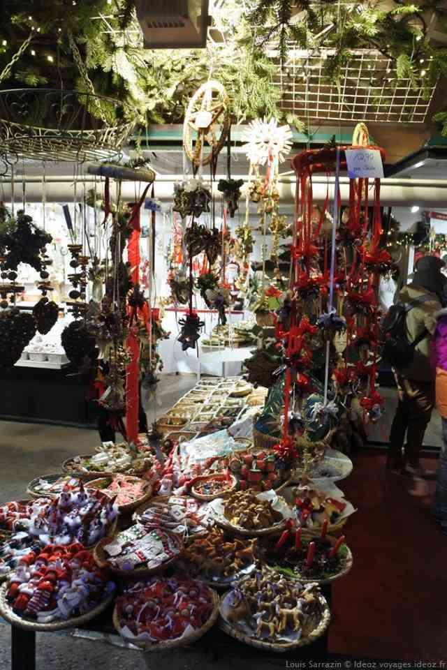 Etal de décorations de Noël à Salzbourg