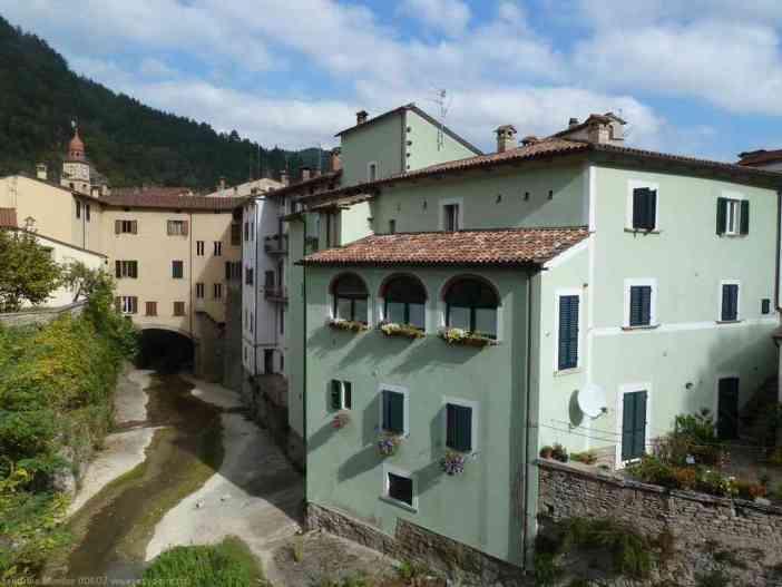 ville de Marradi dans les Apennins en Toscane (italie)