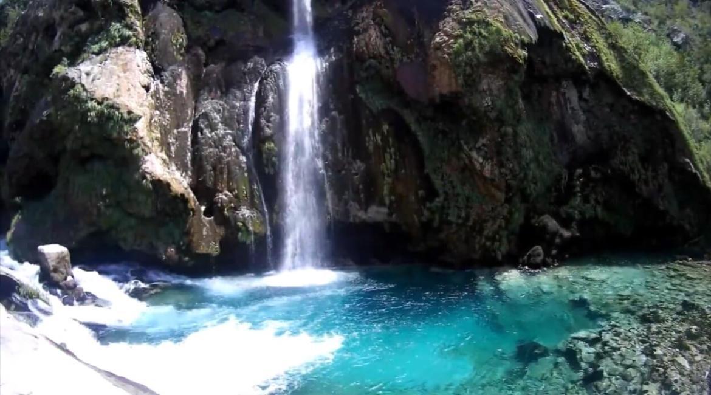 chute krcic à l'eau turquoise