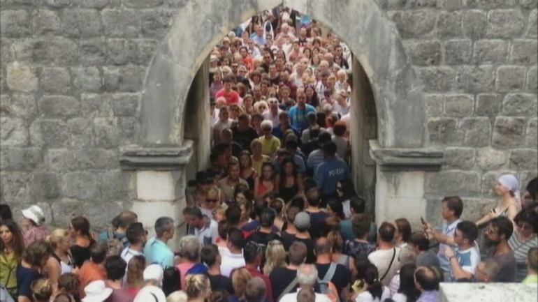 tourisme de masse à Dubrovnik France 24