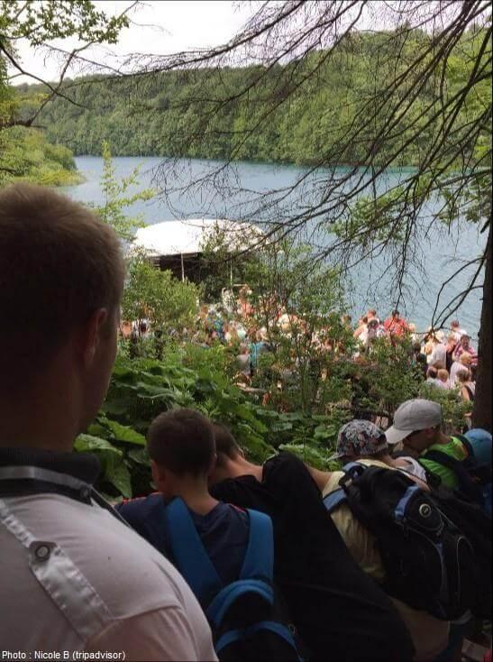 Plus de deux heures d'attente pour prendre le bateau sur les lacs de Plitvice en haute saison