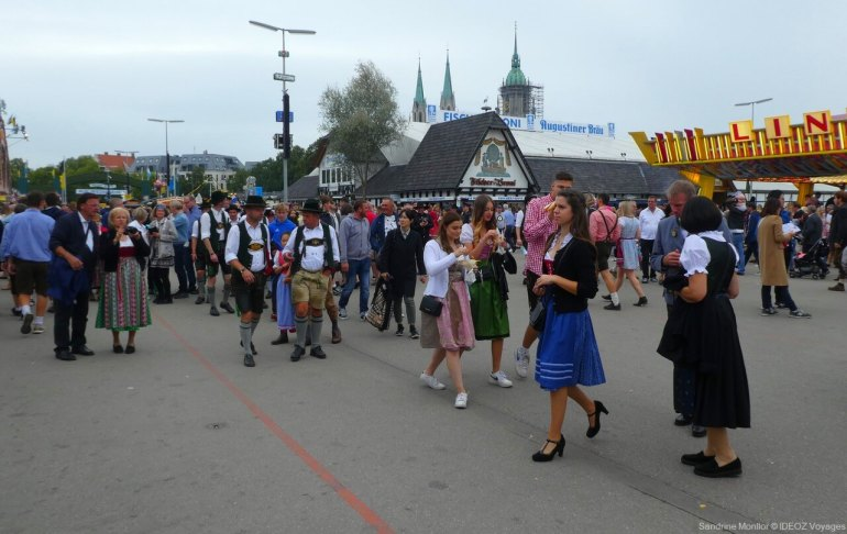 S'habiller pour l'Oktoberfest de Munich : Dirndl, Lederhose et chapeaux! 1