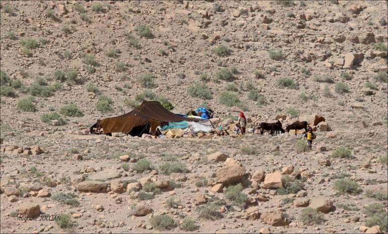 campement de nomades berbères au maroc