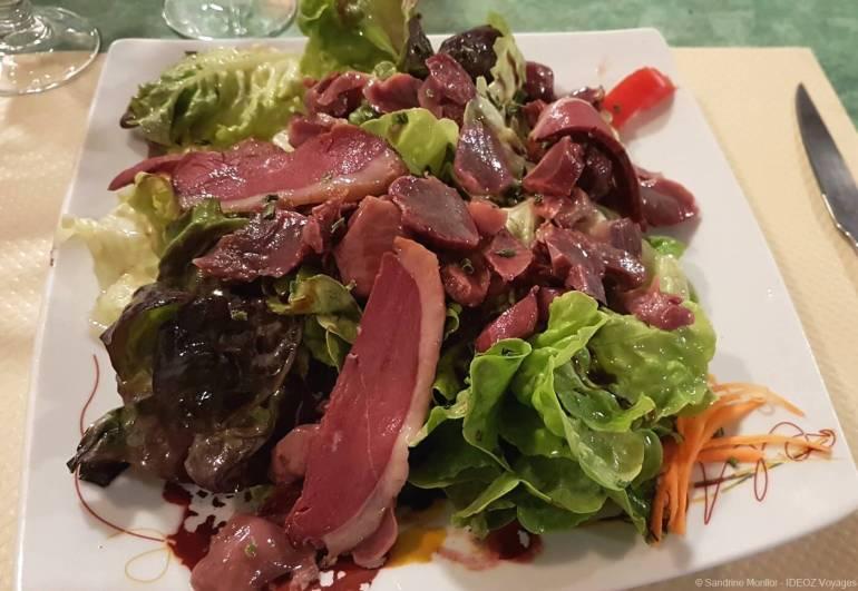 salade lauragaise au restaurant le petit gazouillis à casretlenaudary