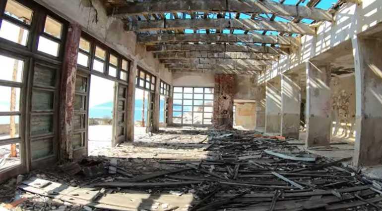 ruines de l'ancienne prison de tito à goli otok
