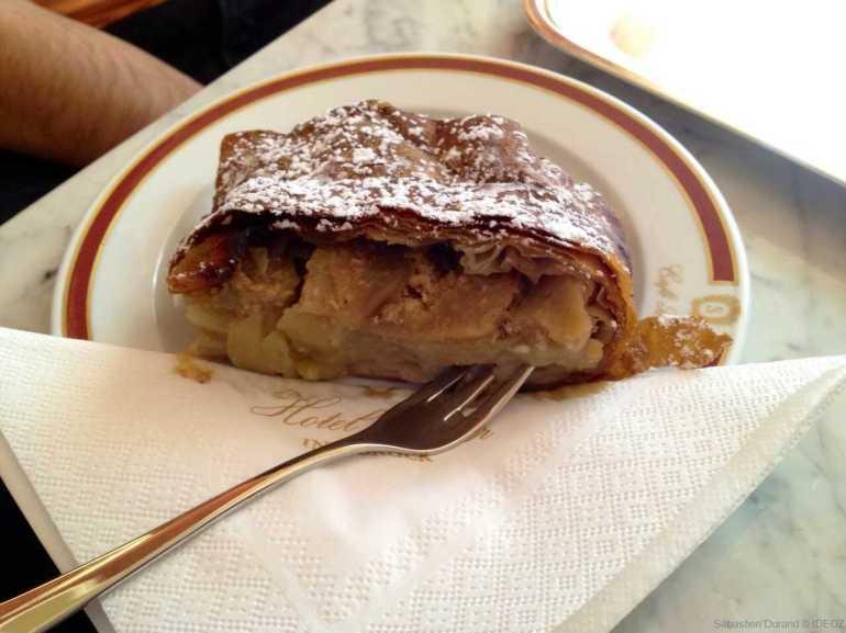 apfel strudel dégusté au café Sacher à Innsbrück