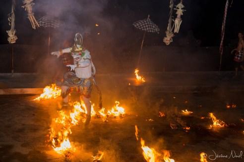 Danses Kecak - Hanuman s'échappe du feu