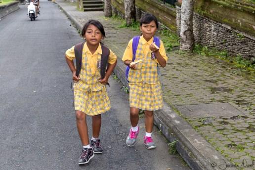 Besakih - écolières