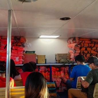 Dans le ferry pour Liloan