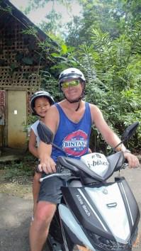 Avec papa en scooter
