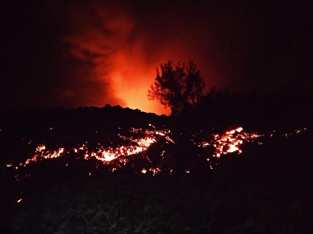 coulée de lave lors de l'éruption du piton de la fournaise