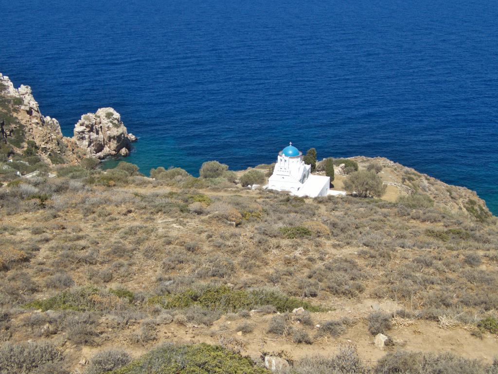 chapelle isolée dans les cyclades