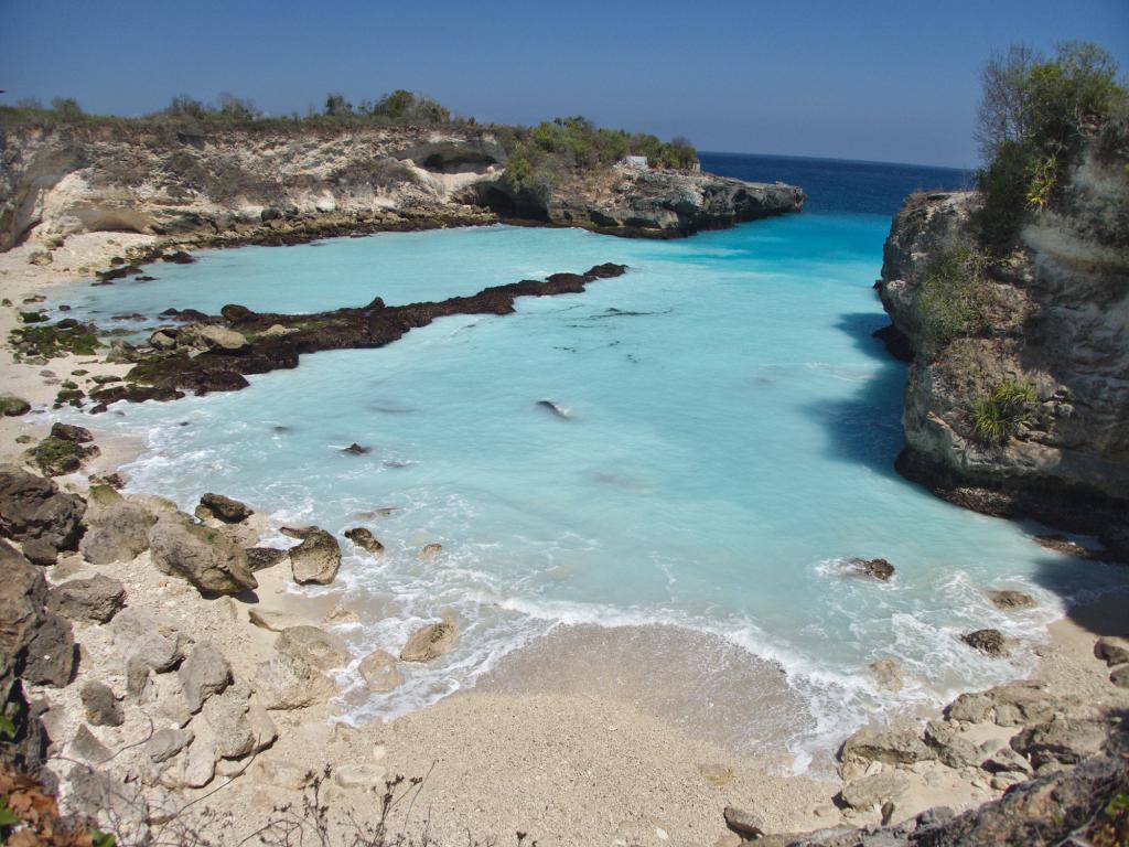 le lagon bleu de nusa ceningan en indonésie