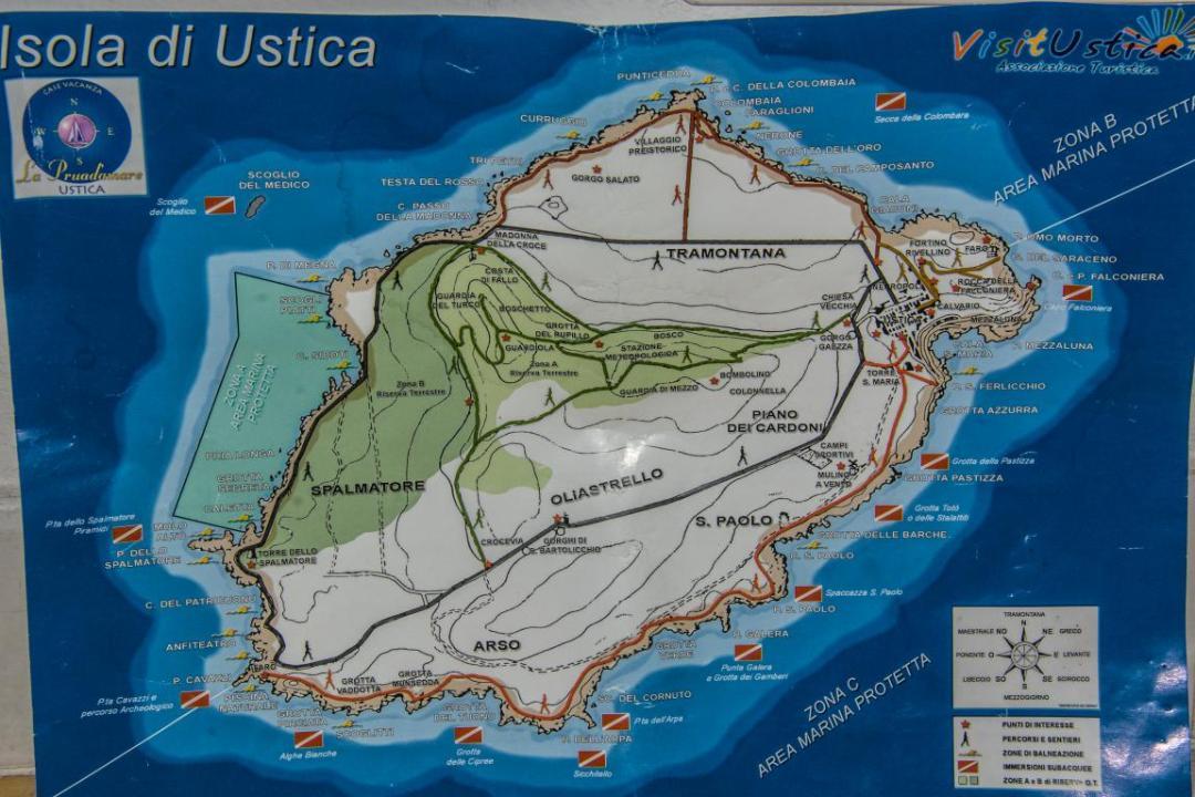 carte de l'ile méditerranéenne de ustica en sicile
