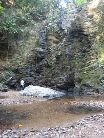Y finalmente sí, había una cascada. Casi seca, eso sí..