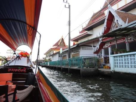Promenade en barque dans le vieux Bangkok, Thonburi, construit sur pilotis