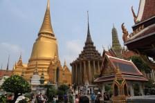 Complejo de templos, biblioteca, estupas... en el palacio real