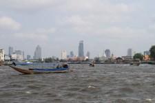 Vue sur quelques gratte-ciel depuis le Chao Praya