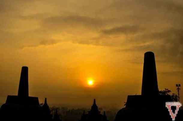 Le soleil apparait à Borobudur