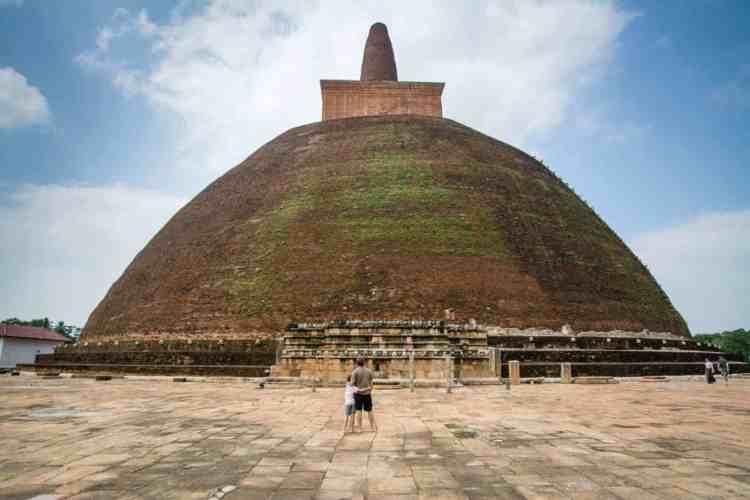 Anuradhapura et ses impressionnantes stuppa