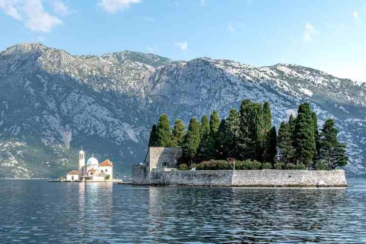 Ile au centre de la baie de Kotor