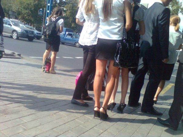 Школьницы в мини-юбках на 1 сентября :: UPSKIRT CLUB ...