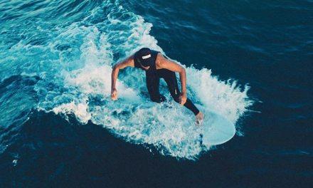 Lyckan i att surfa i iskallt vatten