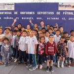 Entregan uniformes deportivos en El Marqués