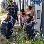 Policias de El Marqués rescatan a dos menores en incendio