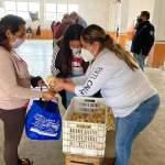 Incansable alcaldesa Marina Ponce entregando frutas y verduras en delegaciones landenses