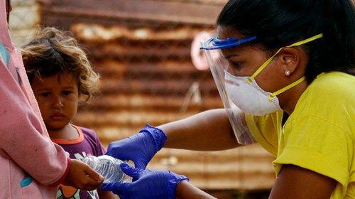 El COVID-19 infecta cada vez más a los niños y jóvenes de América Latina