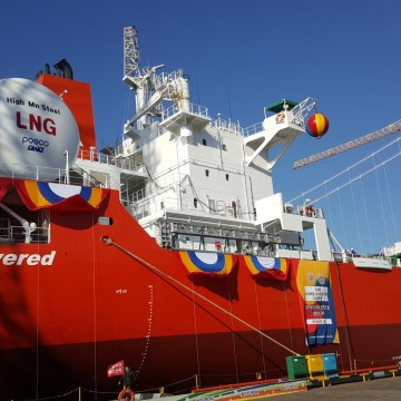 First LNG-fuelled bulk carrier delivered with LR approval