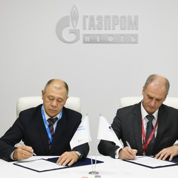 Sovcomflot and Gazprom Neft sign LNG bunkering agreement