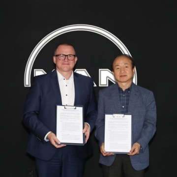 MAN and Samsung sign engine digitisation agreement