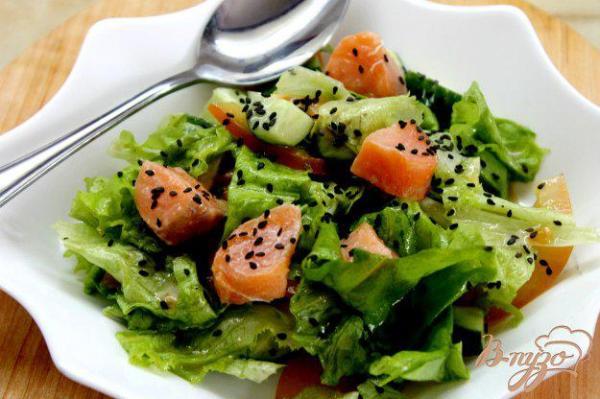 Салат с красной рыбой и кунжутом - рецепты с фото на vpuzo.com