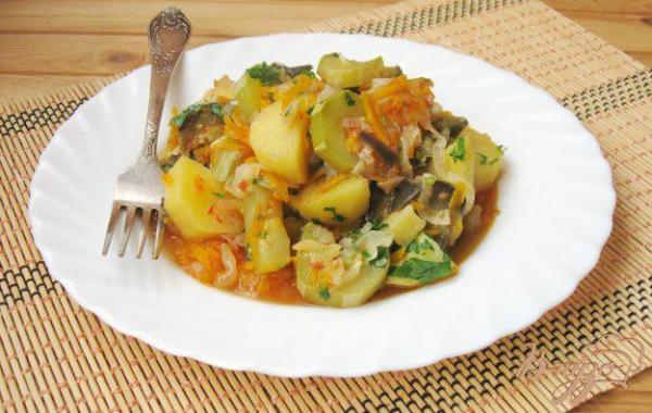 Жаркое с картофелем, баклажанами и кабачками - рецепты с ...
