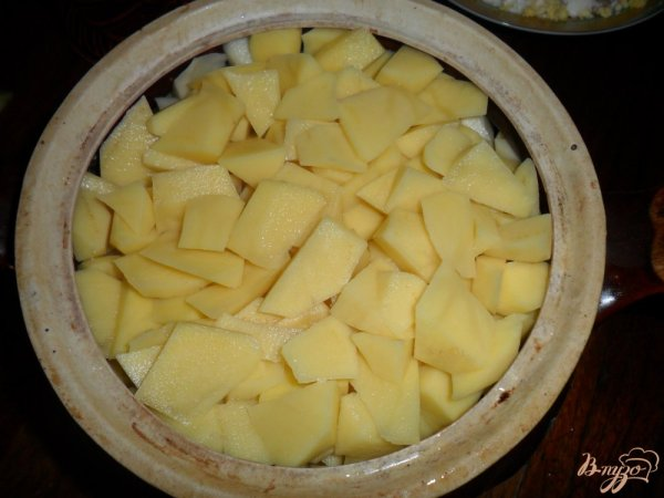 Тушенный картофель в горшочке с свиными ребрами ...