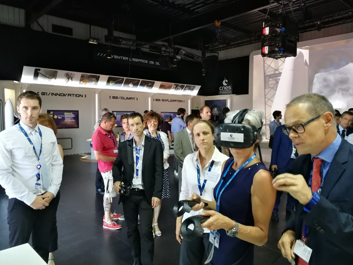 Claudie Haigneré testing the VR2Mars application on the CNES pavilion at the Paris Air Show SIAE 2017