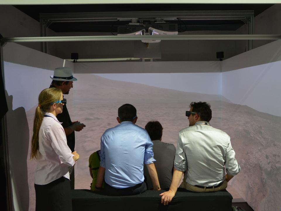 L'application VR2Mars présentée par le CAVE 3D sur le pavillon du CNES lors du Salon International de l'Aéronautique et de l'Espace 2017 (Le Bourget)