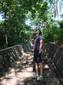 По пути к тропическому лесу Bukit Nanas