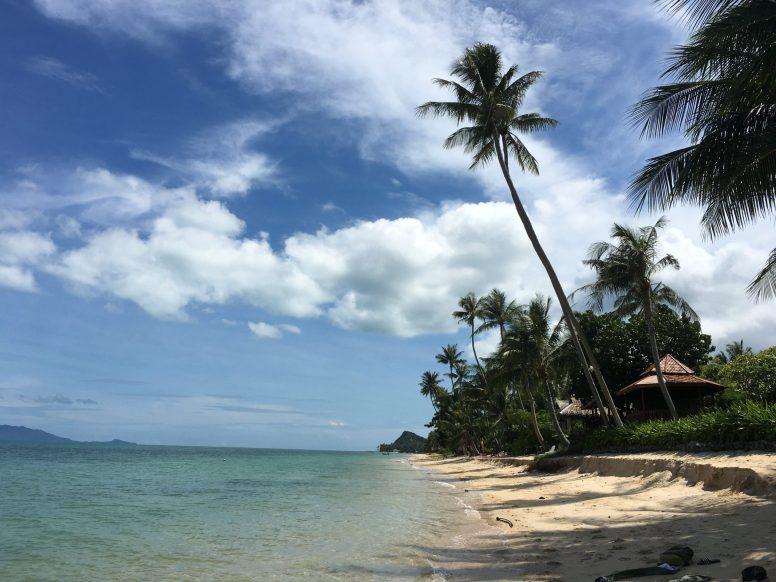 Безлюдный и прекрасный пляж БангПор