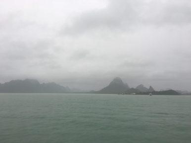 Капитально затянуло тучами остров