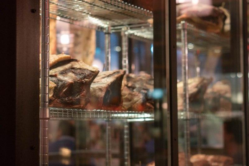 Rijpkast met rundvlees bij Speck