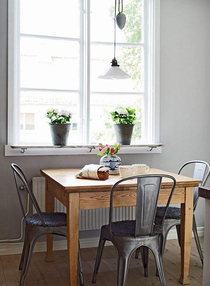 56 Gorgeous Home Decorating Ideas For A Small Dining Room 9