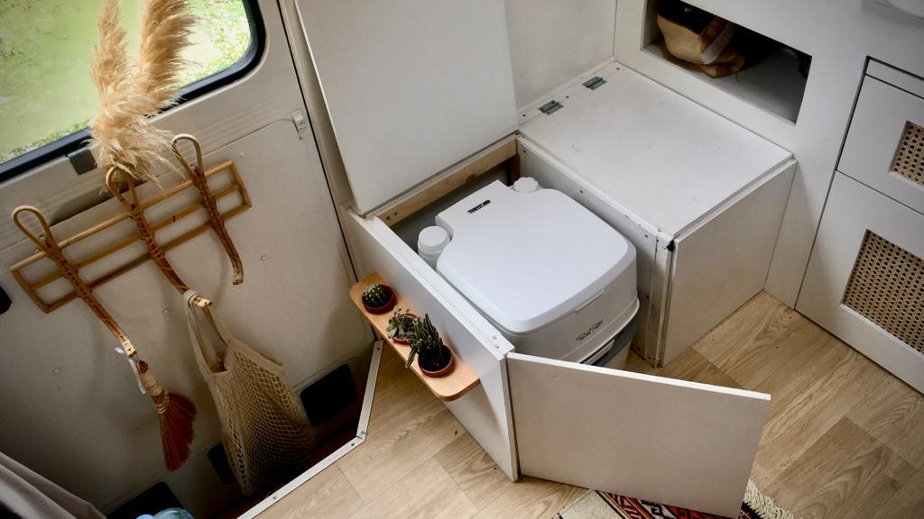 toilet camper