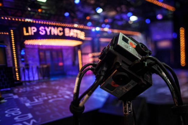 Lip-Sync-Battle-Samsung-VR