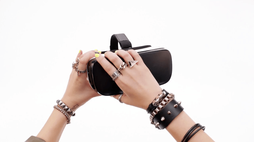 samsung-gear-vr-galaxy-commercial-video-hands