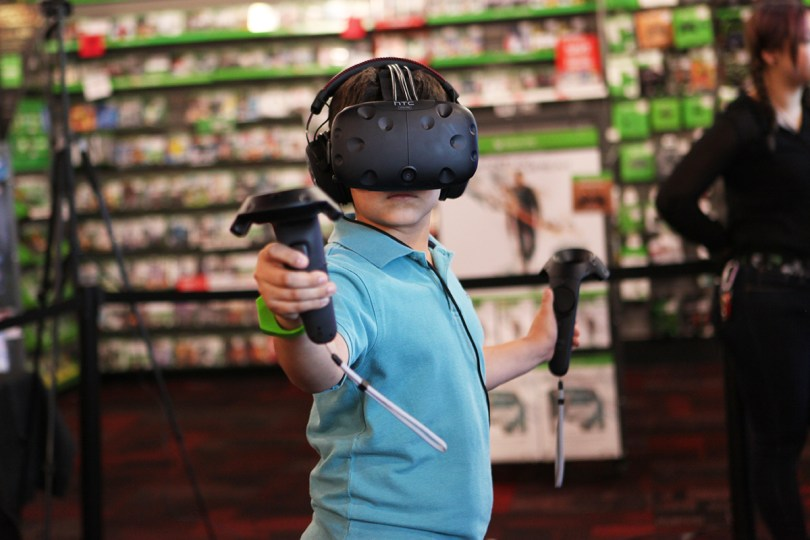 htc-vive-gamestop3